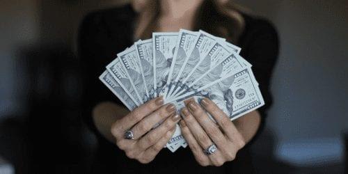 Person holding money for Sri Lanka for Digital Nomads