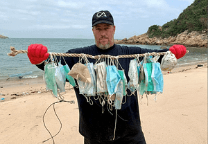 Disposible face masks ending up in the ocean because of pollution
