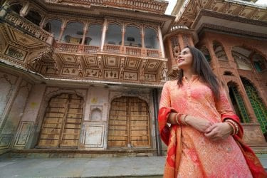 Woman in front of Pushkar Temple